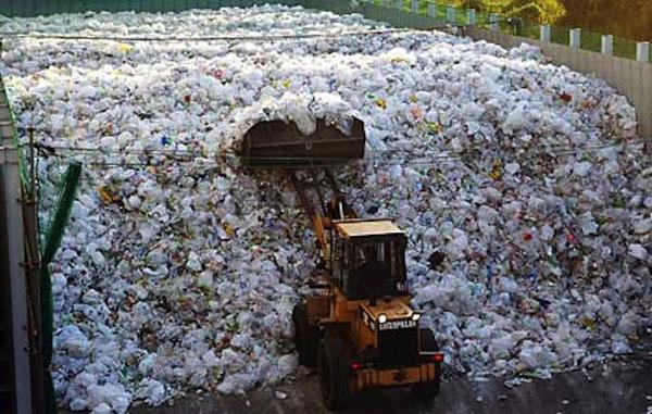 Bên trong một nhà máy xử lý rác tái chế Tsurumi tại Yokohama
